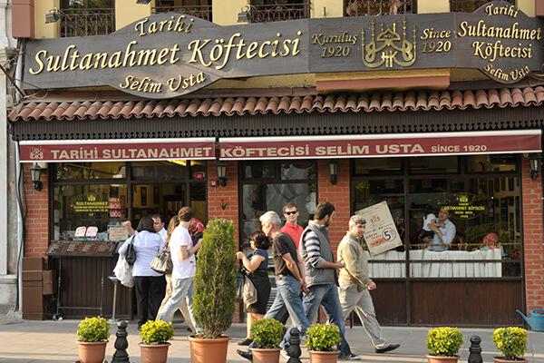 Tarihi Sultanahmet Köftecisi'nin Sultanahmet'te bulunan merkez dükkanı