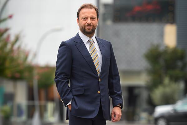 TL ile kiralamanın AVM'lerde kısa vadede mümkün olmadığını belirten Uğur Berk, yabancı yatırımcının Türkiye'den çekilebileceğini kaydetti.