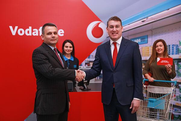 Vodafone Türkiye CEO'su Colman Deegan, A101 CEO'su Erhan Bostan
