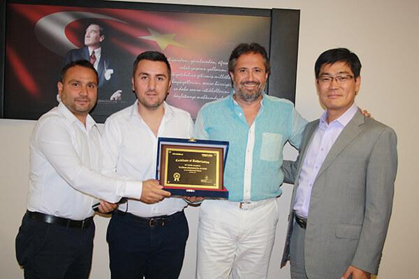 Murat Kafkas, Ömer Akdemir, Cenk Yurtsever, M3 Mobile Başkanı Mark Myung.