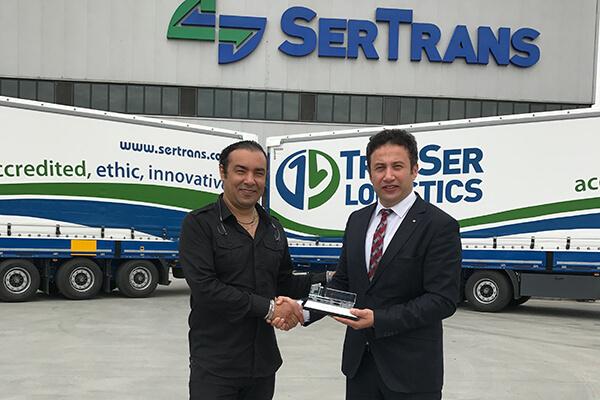 Daf-Tırsan Satış Yöneticisi Özgür Ayçiçek, Transer Logistics Genel Müdürü Murat Cömert
