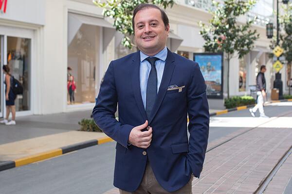 Vialand ve Venezia Mega Outlet Genel Müdürü Cenk Hayırlıoğlu