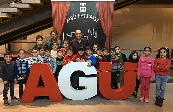 Şehzade Grup Yönetim Kurulu Başkanı Selahattin Kılıç, minik katılımcılara girişimciliği anlattı.