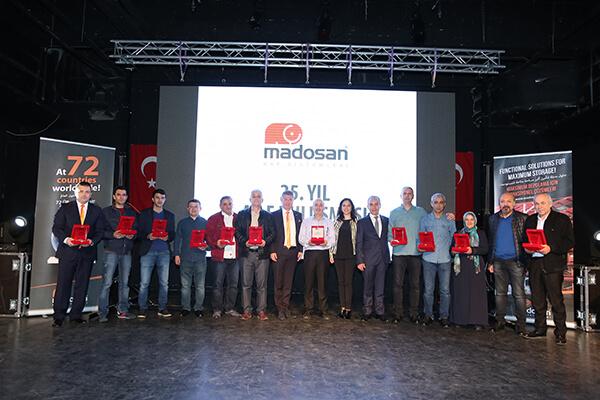 Madosan Yönetim Kurulu Başkanı Vedat Saygın, çalışanlarına 25 yıllık gelişimdeki emeklerinden dolayı teşekkür etti.