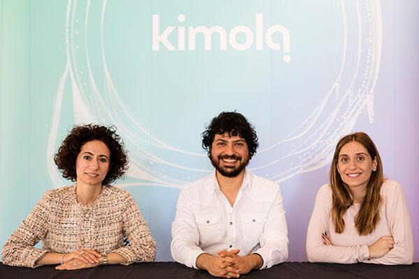 2014 yılında, büyük veri alanında metin verisi işlemek üzerine şirketleşen Kimola, tüketici iç görüleri üreterek, reklamverenlerin daha etkili stratejiler geliştirmesini ve satışlarını artırmasını sağlayan analitik ürünüyle StartersHub, 500 Startups ve Melek Yatırımcı Uğur Şeker'den toplam 1 milyon TL yatırım aldığını duyurdu.