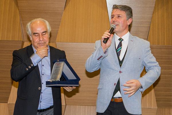 Gurbet Altay gençlere verdiği desteklerden dolayı Protokol Dergisi tarafından ödüle layık görüldü.