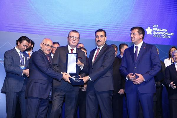 Düzenlenen ödül töreninde Banvit'in ödülünü Satış Direktörü ve İcra Kurulu Üyesi Nerdin Alp teslim aldı.
