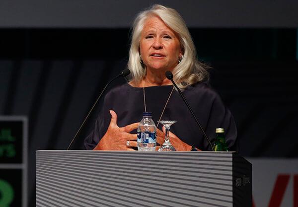 Guess Saatleri'nin CEO'su olarak görev yapan ve emekli olan Cindy Livingston