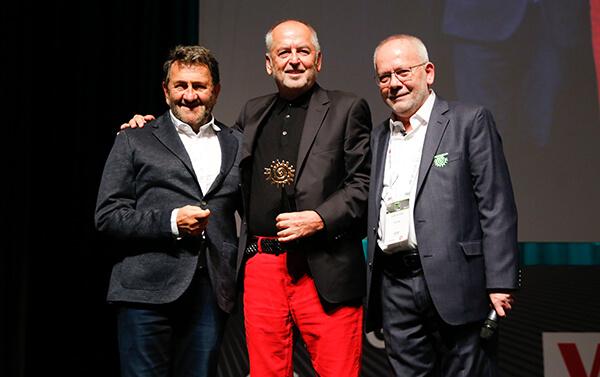 Yaşam Boyu Başarı Ödülü'nü Roman Yönetim Kurulu Başkanı Turgut Toplusoy'a verildi.