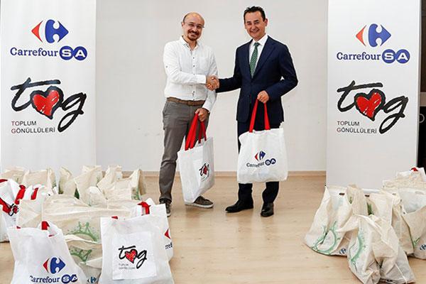 CarrefourSA Genel Müdürü Kutay Kartallıoğlu ve Toplum Gönüllüleri Vakfı Genel Müdürü Murat Çitilgülü.