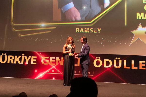 Ödül töreninde Ramsey'in ödülü baş tasarımcısı Selhan Tezerken'e takdim edildi.