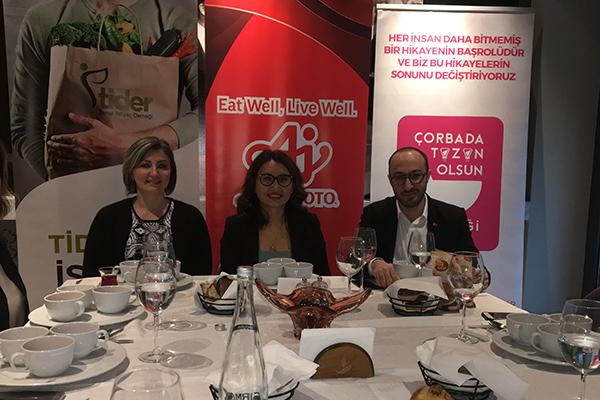 Hande Tibuk, Hülya Gündoğan Uçarlar, Ahmet Türker.