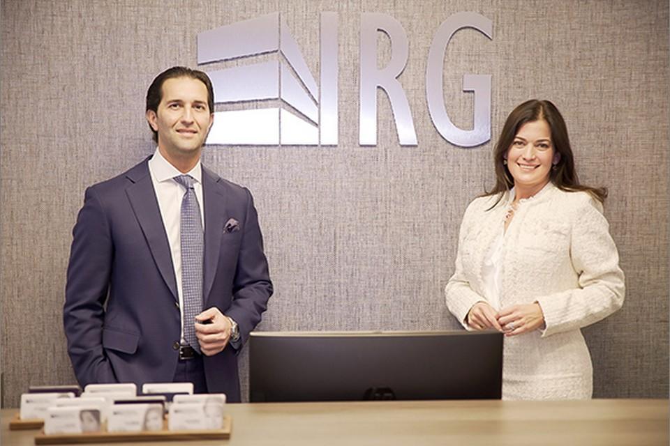 Property Invest USA isimli şirketin kurucusu ve başkanı Cengiz Bayırlı, Realtors Group'un kurucusu, Giovanna Guzman ile birlikte.